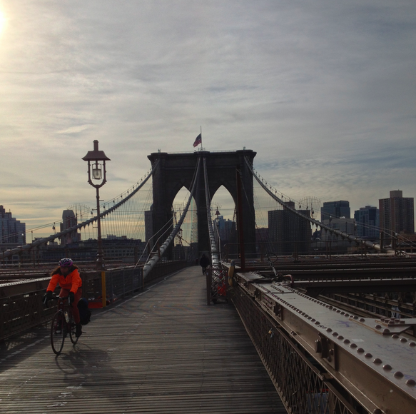 Brooklyn Bridge Running Photo - Curtesy of http://runlikeagrl.com/